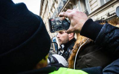 Le Défenseur des droits indique qu'il est légal et même conseillé de filmer des agents de sécurité en action